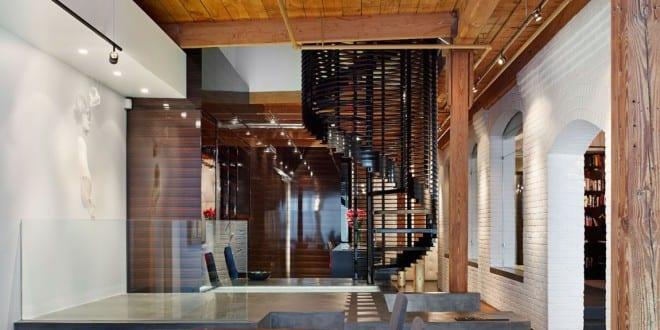 Mauerwerk und Holz in Loft
