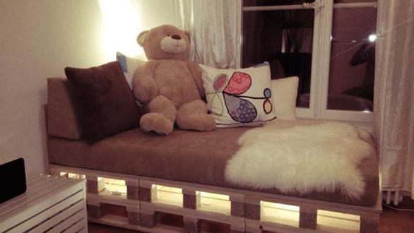 paletten bett mit led leuchten freshouse. Black Bedroom Furniture Sets. Home Design Ideas