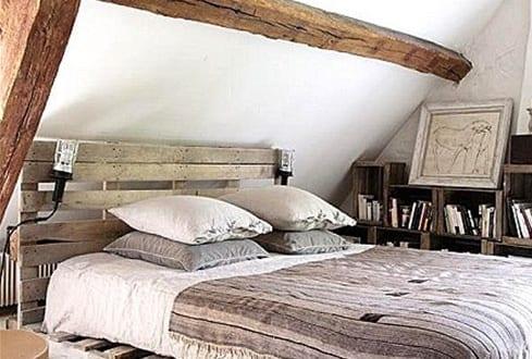 Palettenbett im Dachraum1