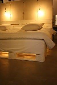 Palettenbett mit LED Beleuchtung 2