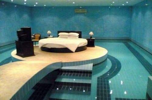 Runde Betten in den Pool