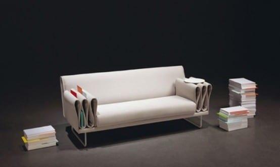 Sofa mit funktionallen Armlehnen