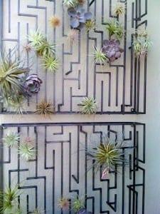 Wanddekoration mit Pflanzen aus Stahl