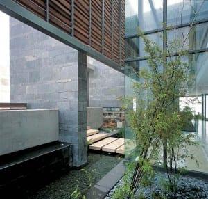 Wassereinrichtung mit Glaswänden