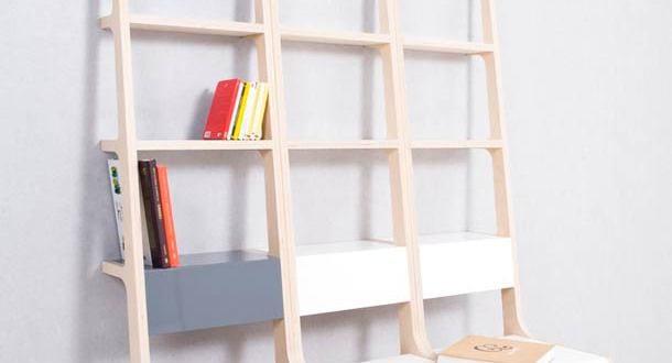 funktionales Bücheregal mit Stuhlen