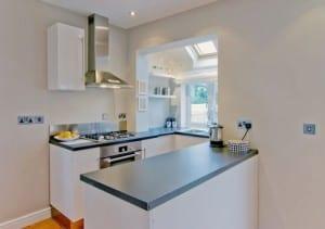 kleine Küche in weiß 3