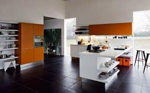 kleine Küche in weiß und orange 2