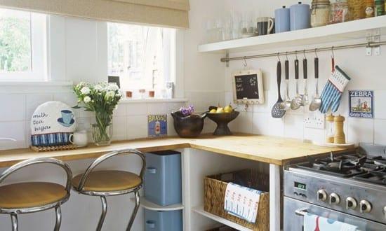 kleine k che mit draht regalsystem freshouse. Black Bedroom Furniture Sets. Home Design Ideas