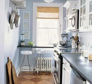 kleine Küche mit Theke 1