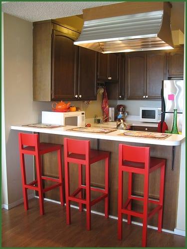 Kleine Küche Mit Roten Barhocker