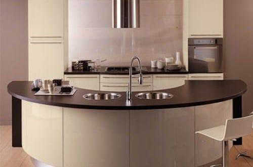 kleine halbrunde Küche K