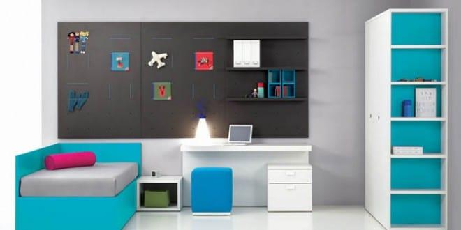 minimalistische Einrichtung des Kinderzimmers in blau und weiss