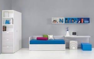 minimalistische Einrichtung des Kinderzimmers in grau und blau