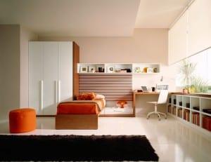 minimalistische Einrichtung des Kinderzimmers in weiss
