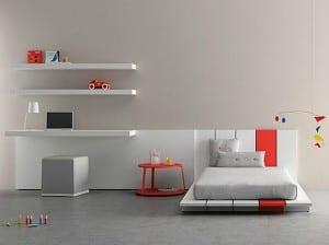 minimalistische Einrichtung des Kinderzimmers in weiss und rot