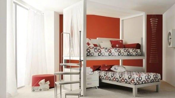 minimalistische Einrichtung des Kinderzimmers mit Etagenbettgestell