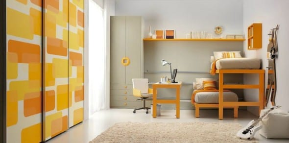 minimalistische Einrichtung des Kinderzimmers mit Kleiderschrank