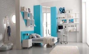 minimalistische Einrichtung des Kinderzimmers mit Rollbett
