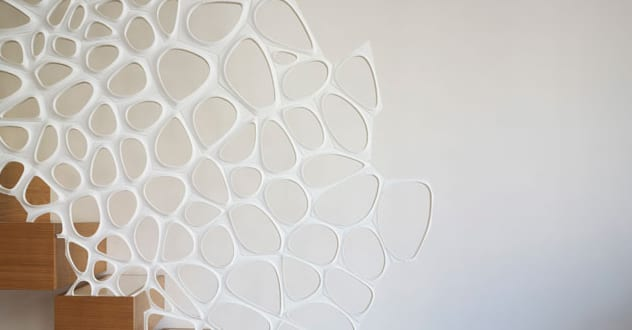 moderne und minimalistische Innenraumtreppe von Ammar Eloueini AEDS mit Geländer aus Corian von Ammar Eloueini und Marc Fornes and theverymany