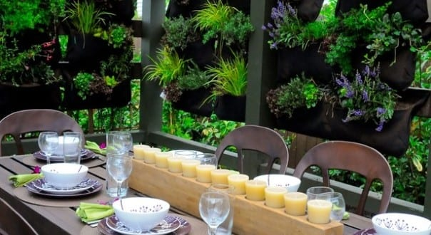 outdoor-dining-room-with-green-plant-wall