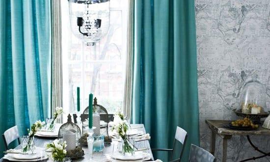 Türkise Vorhänge-frische Farbe im Raum