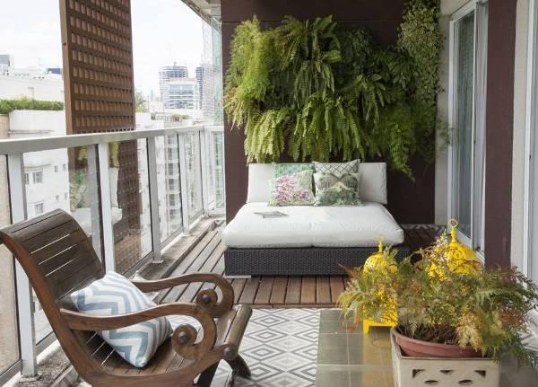 Balkon Idee mit Blumen - fresHouse