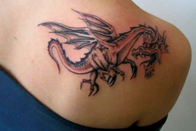 tribal tattooideen-drache tattoo-Rückentattoo