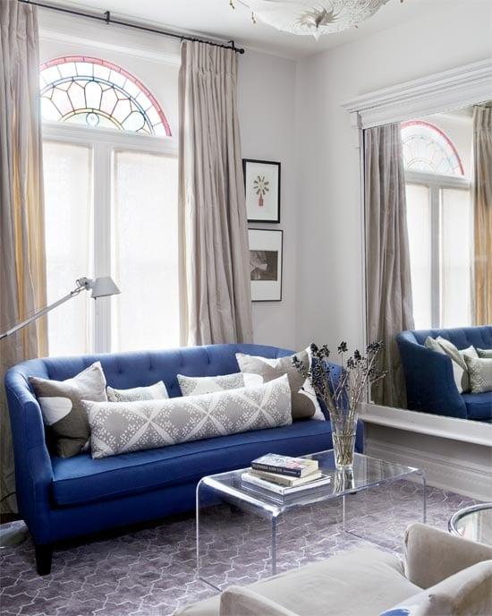 Blaues Sofa In Kleinem Wohnzimmer Freshouse