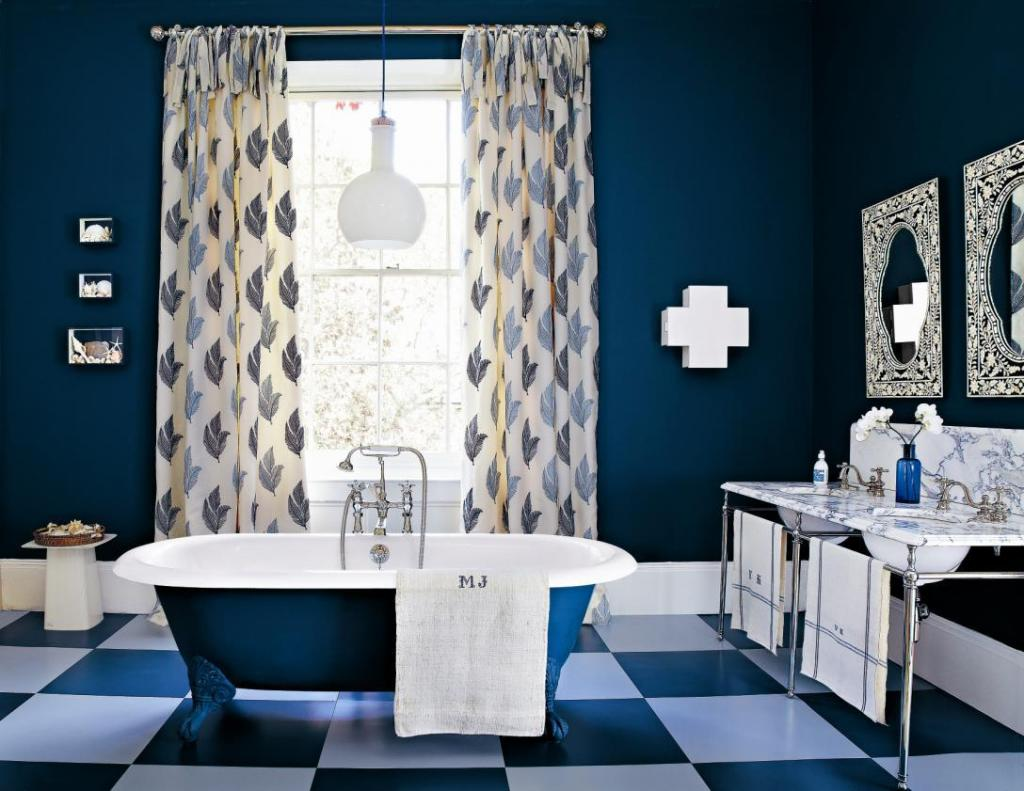 farbrausch schöner wohnen-badezimmer in dunkelblau - fresHouse