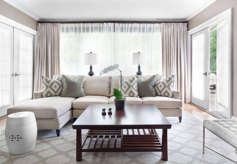 Kleines Wohnzimmer Einrichten-L-Förmiges Sofa Und Kafeetisch Aus