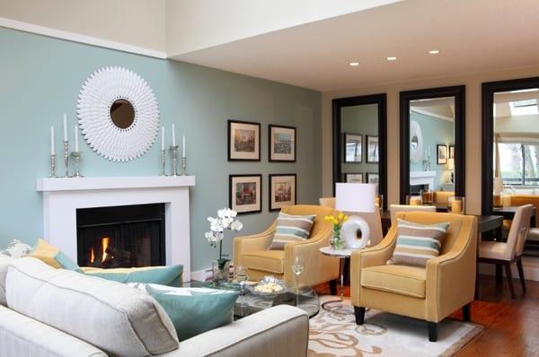 Kleines Wohnzimmer Einrichten Hellblaue Wand Mit Weissem Kamin