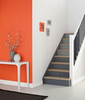 farbgestaltung flur in orange und grau freshouse. Black Bedroom Furniture Sets. Home Design Ideas