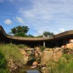 moderne Erdhütte in Südafrika