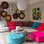 Farbgestaltung Wohnzimmer- farbige sofas und hocker