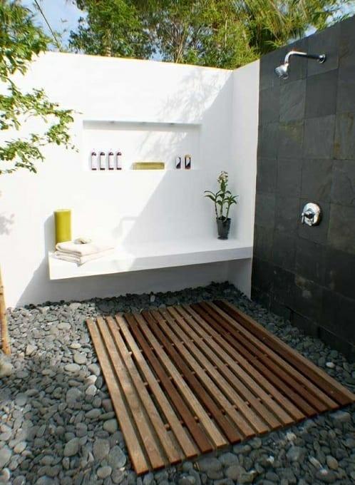 Außendusche gartengestaltung mit steinen und außendusche freshouse