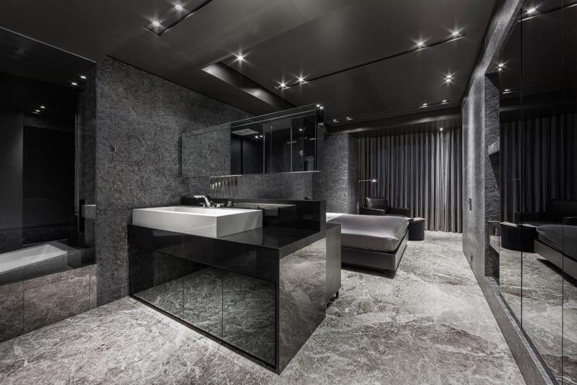 luxus badezimmer mit begehbarem Badezimmer in schwarz - fresHouse