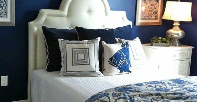 Maritimes Schlafzimmer Mit Blauer Wand