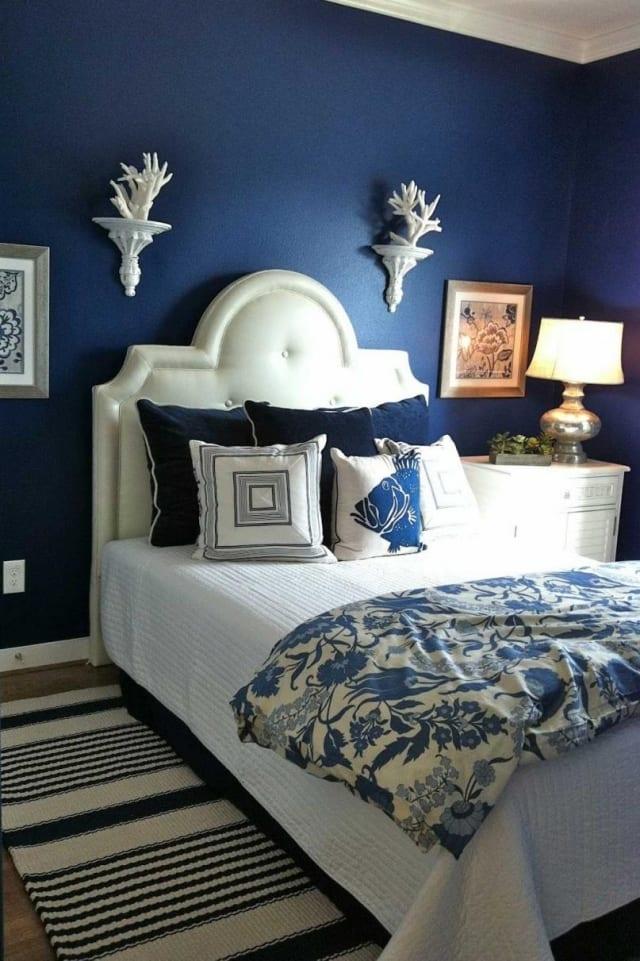 Maritimes Schlafzimmer Mit Blauer Wand - Freshouse