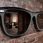 ziegelwand mit sonnenbrile als wandspiegel deko in schwarz