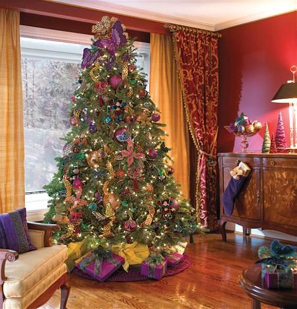 weihnachtsbaum mit lila deko freshouse. Black Bedroom Furniture Sets. Home Design Ideas