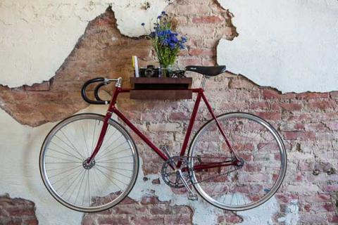 Fahrrad im Wohnzimmer aufhängen- via MagneticMag