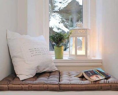 fensterbank dekorieren mit wei er laterne freshouse. Black Bedroom Furniture Sets. Home Design Ideas