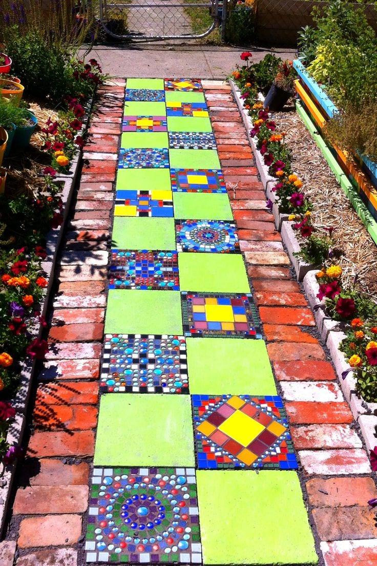 Gartenweg mit mosaik und pflastern freshouse - Gartenweg pflastern ...