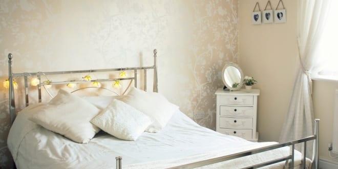 kleines schlafzimmer einrichten wandfarbe beige freshouse. Black Bedroom Furniture Sets. Home Design Ideas