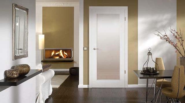 Modernes Wohnzimmer Beige Mit Innentür Weiß
