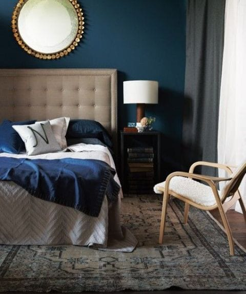 schlafzimmer blau mit wandspiegel deko freshouse. Black Bedroom Furniture Sets. Home Design Ideas