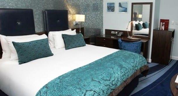schlafzimmer blau mit wandtapete grau - fresHouse