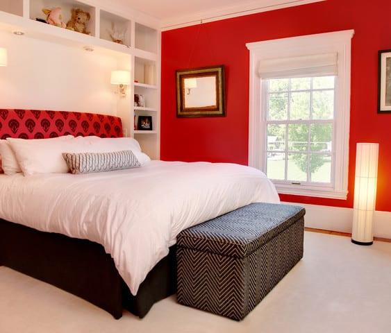 schlafzimmer rot elsa and design freshouse. Black Bedroom Furniture Sets. Home Design Ideas