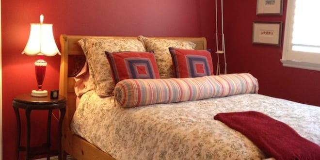 schlafzimmer rot mit dachschräge   fresHouse