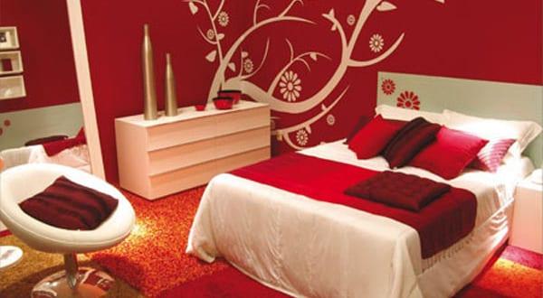 schlafzimmer rot wandtattoo blumen   fresHouse